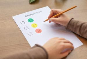 El usuario actual, está acostumbrado a la inmediatez y a contar con una gran gama de opciones cuando de un servicio se trata, por esta razón, es importante que sepas diferenciarte de la competencia, para ello, te compartimos 5 puntos que debes saber sobre el servicio a cliente en redes sociales.